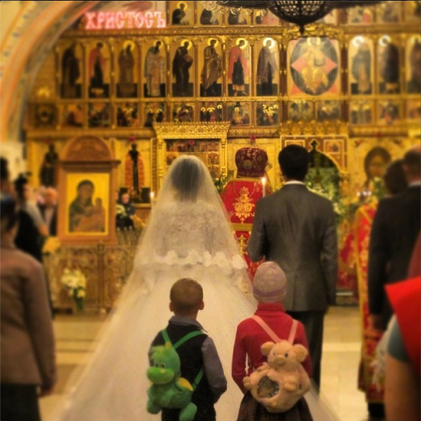 This little Russian dude in the backpack nows that chicks are desperate and wanting at weddings.